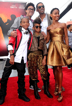 Willow Smith and Jaden Smith with parents Will and Jada on teh redcarpet