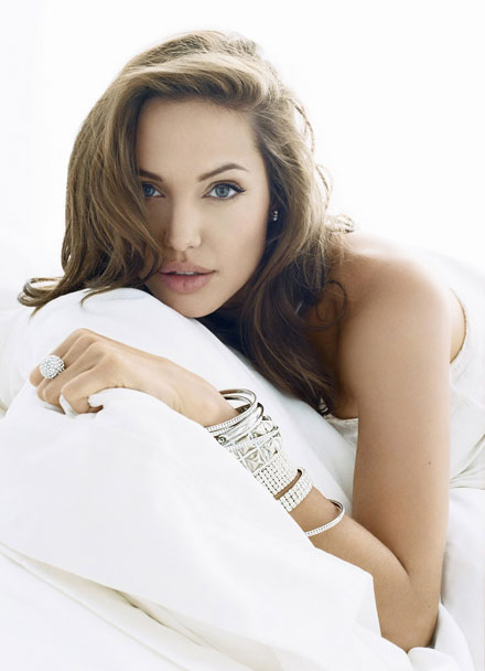 angelina-jolie-pale-complexion-trend