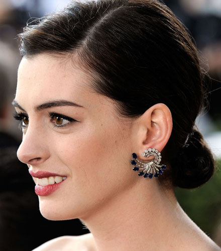 anne-hathaway-pale-complexion-trend