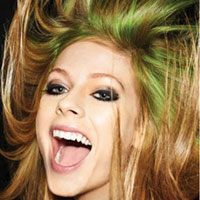 Avril Lavigne debuts new Smile