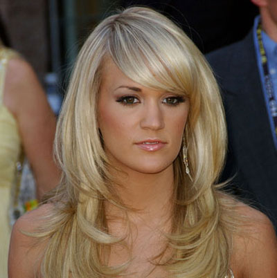 Carrie Underwood's natural blonde hair color is a huge hair color trend in