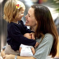 Jennifer Garner saves the children