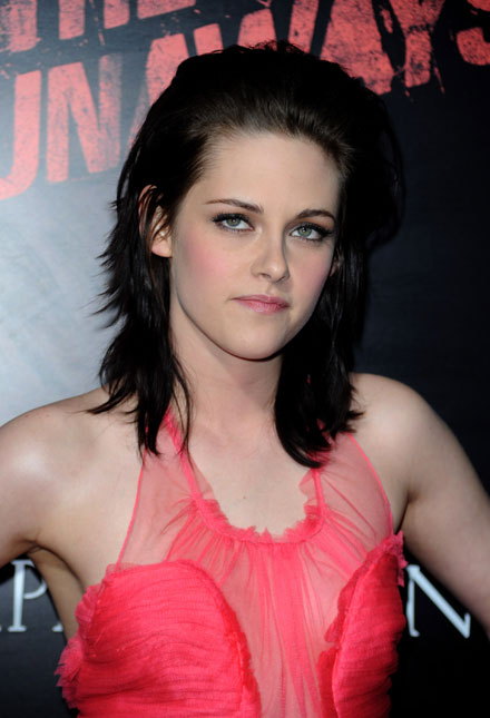 Kristen Stewart stars in the funny new 2011 MTV Movie Awards promo