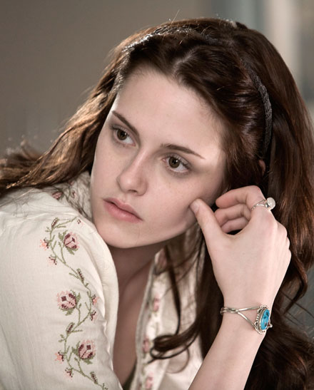 kristen-stewart-pale-complexion-trend