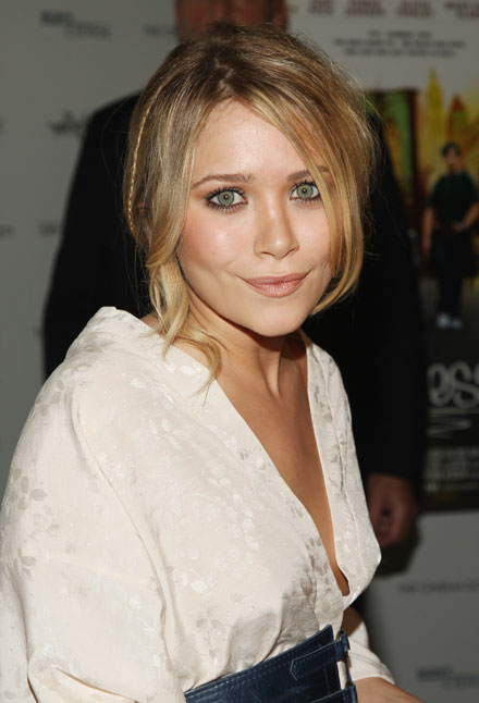 mary-kate-olsen-pale-complexion-trend