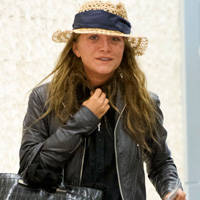 Ugly Trollsen! Mary-Kate Snapped Make-Up Free