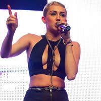 Miley Cyrus Totally Exposes Herself On Stage!
