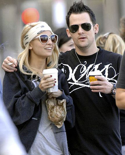 Nicole Richie and Joel Madden are getting married in summer 2009