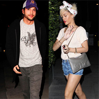 Rihanna Makes Midnight Visit to Ashton Kutcher!