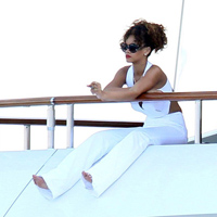 Rihanna Relaxing Pics: Is She As Simple As She Claims?