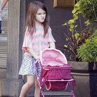 Suri Cruise: Monster-Kid Is Writing Children&#8217;s Book
