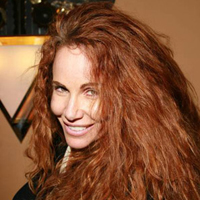 Tawny Kitaen Spanked the Kardashians&#8217; Prats!