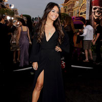 Vanessa Hudgens looks desperate at &#8216;Pirates Of The Caribbean: On Stranger Tides&#8217; premiere