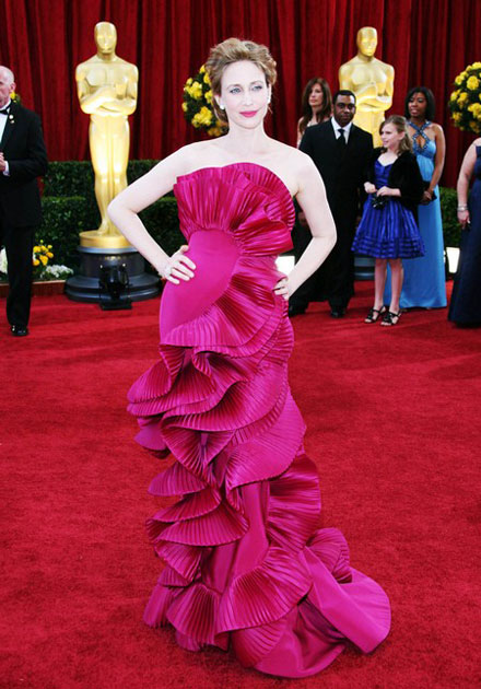 Vera Farmiga and her dress at 2010 Oscars