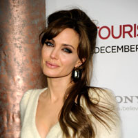 Angelina Jolie braves the cold in Versace @ &#8216;The Tourist&#8217; New York premiere