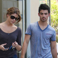 BFF: Joe Jonas &#038; Ashley Greene