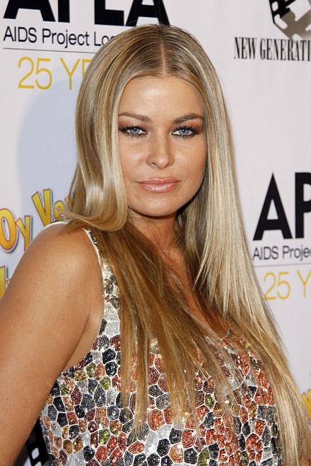 Carmen Electra makes an ugly blonde