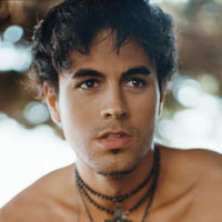 A bet is a bet: Enrique Iglesias is waterskiing naked – Video!