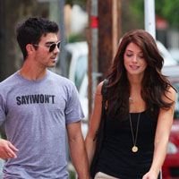 Ashley Greene takes Joe Jonas to meet her parents