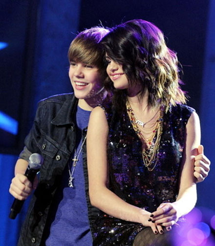 Justin Bieber and Selena Gomez are a new couple