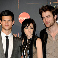 &#8216;Breaking Dawn&#8217; cast evacuated because of tsunami