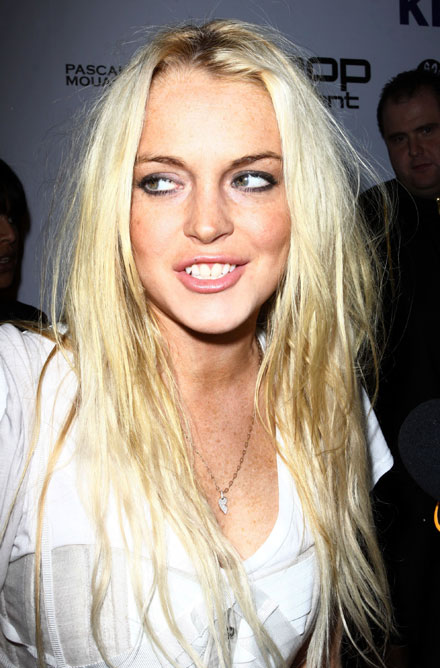 Lindsay Lohan makes an ugly blonde