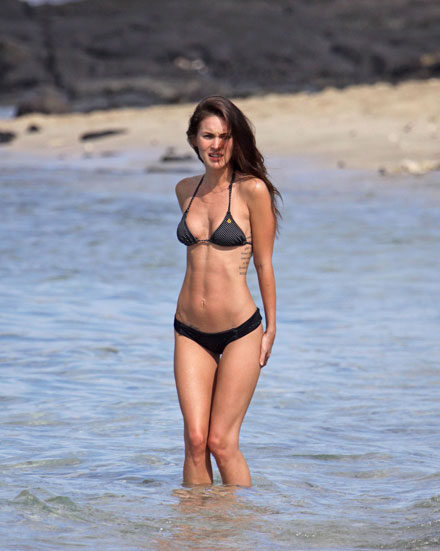 Megan Fox's sexy bikini body in Hawaii, Christmas 2010