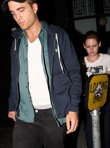 Robert Pattinsona and Kristen Stewart go on a date in Hollywood Hotel Cafe