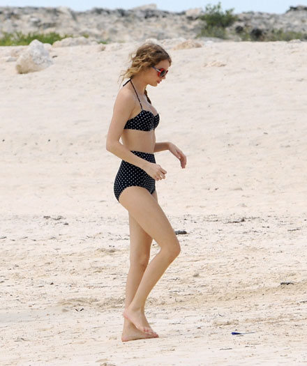 Taylor Swift in retro bikini