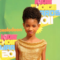 21st century girl Willow Smith whips her hair at 2011 Kids&#8217; Choice Awards (KCA)