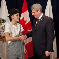 "Justin Bieber Labelled ""White Trash Prince"" for Wearing Overalls to Meet Prime Minister of Canada"